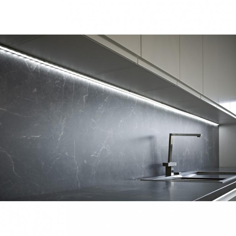 Cocina. Perfil Aluminio para Tiras LED Superficie Top